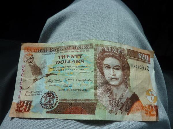Доллары Белиза с портретом королевы Великобритании