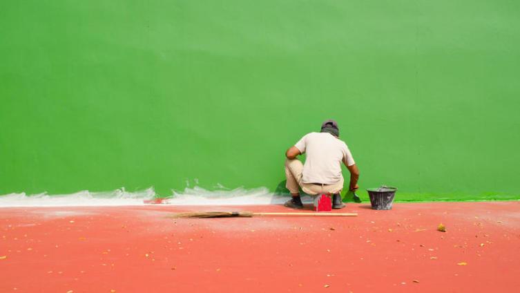 Чем лучше красить металл: кистью, валиком или краскопультом?