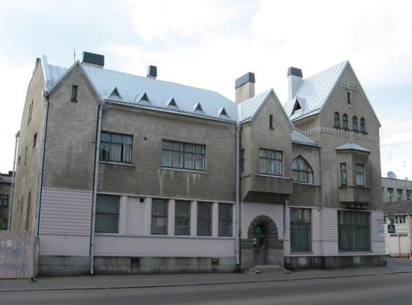 В 1934 г. были увеличены оконные проемы первого этажа дома (арх. проекта реконструкции Ларс Сонк)