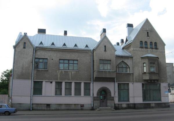 Дом Леандера. Фасад по улице Карельской