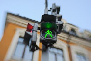 Уместен ли бордюрный стыд на светофоре?
