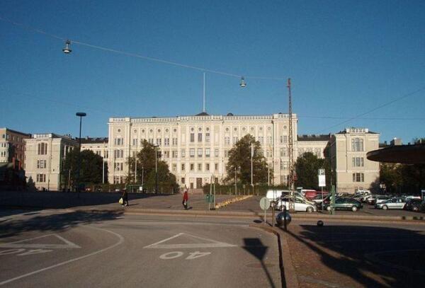 Cтарое здание главного корпуса хельсинского политеха в Хиеталахти