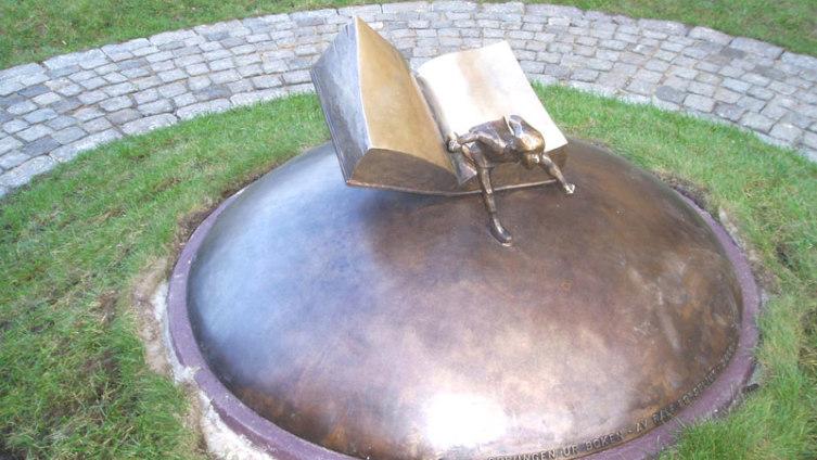 Памятник Нильсу в Карлскруне