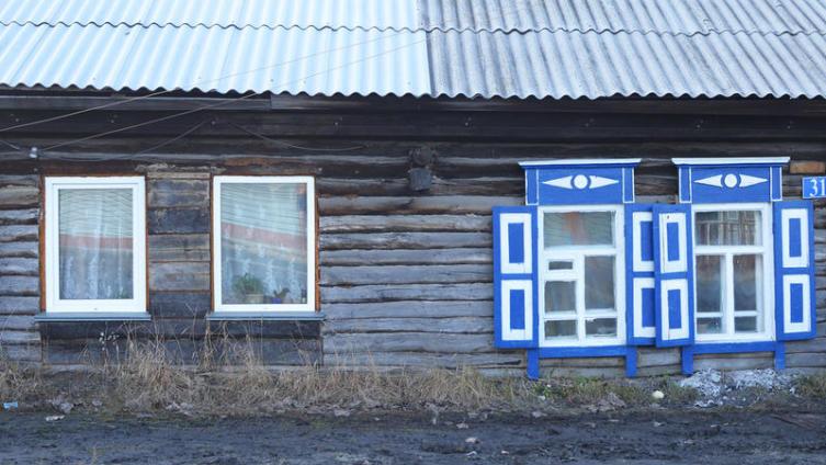 Новые окна у вас на дому. Что лучше - пластик либо древесина?