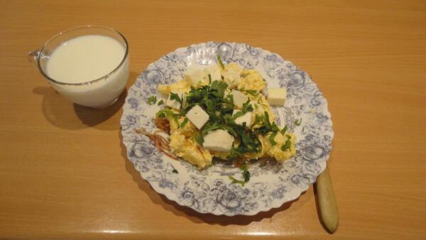 Блюдо хорошо сочетается с охлажденным кислым молоком, простоквашей или кефиром