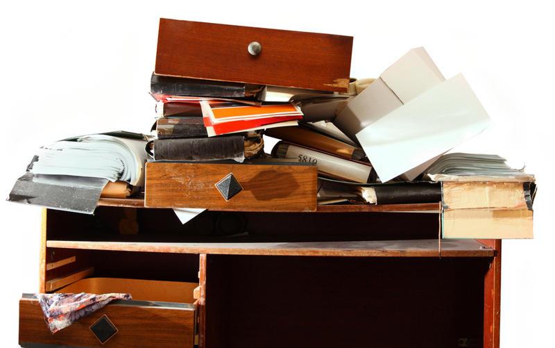О чем говорит беспорядок на рабочем столе и стоит ли с ним бороться?