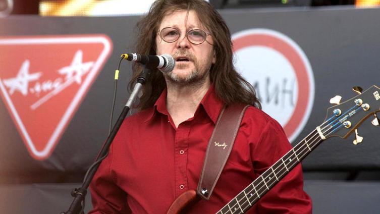 Александр Викторович Кутиков родился 13 апреля 1952 года в Москве