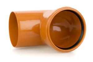 Почему лучше использовать пластиковые трубы для наружной канализации?