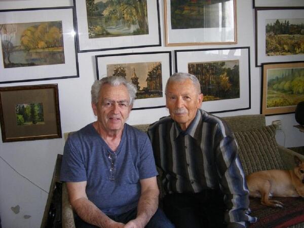 Гирша (Григорий) Фирер – справа, Борис Рохленко в мастерской художника в Ашкелоне, Израиль.