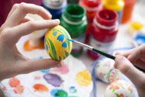 Если у вас есть возможность, а главное – веление души, то попробуйте создать авторский декор пасхальных яиц.