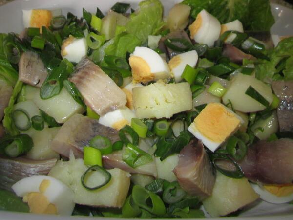 Салат деревенский с сельдью