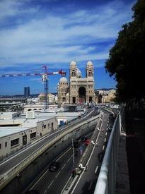 Вид на Кафедральный собор Богоматери, Старый порт, Марсель.