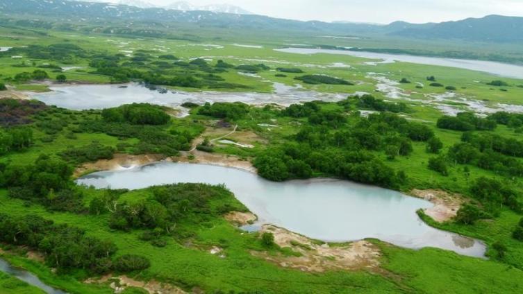 Озера, протоки, ручейки. Вот все это и есть кальдера Узона