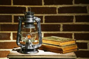 В наши дни керосин применяется как горючее для бытовых нагревательных и осветительных приборов