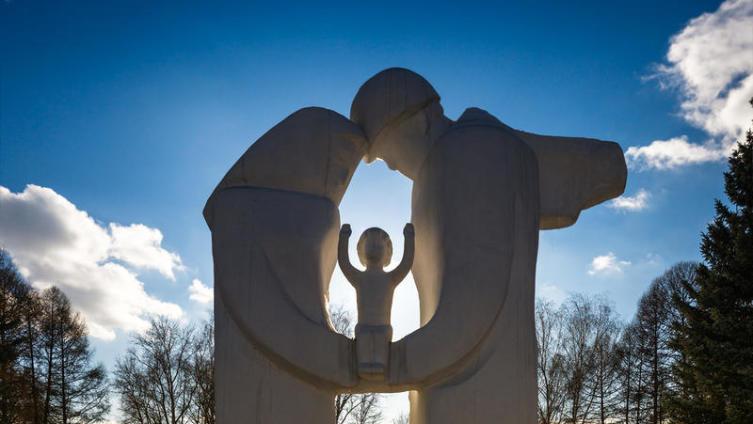 Поможет ли нашим детям прививка любви к Родине?