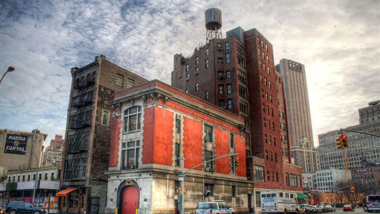 Пожарная станция в Нью Йорке - база «Охотников за привидениями».