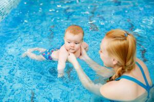 Насколько полезно для детей плавание?