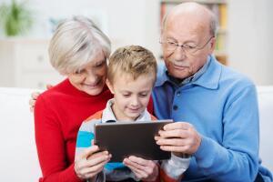 Как общаться с теми, кто намного старше?