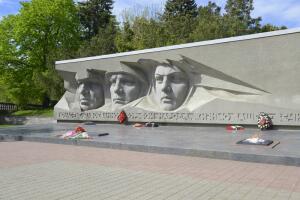 Какова история военных песен Высоцкого? Часть 3: «Як-истребитель», «Он не вернулся из боя», «Мы вращаем землю»