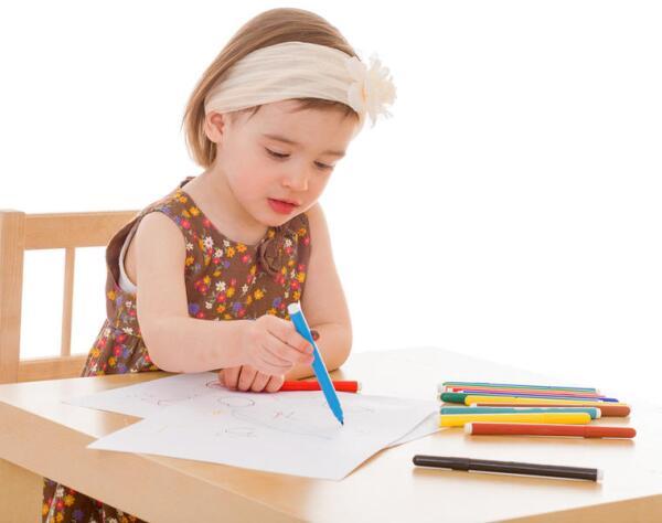 С самого детства приучайте ребёнка правильно сидеть за столом