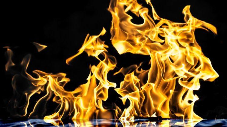 Знаменитый «греческий огонь» воспламенялся прямо на воде
