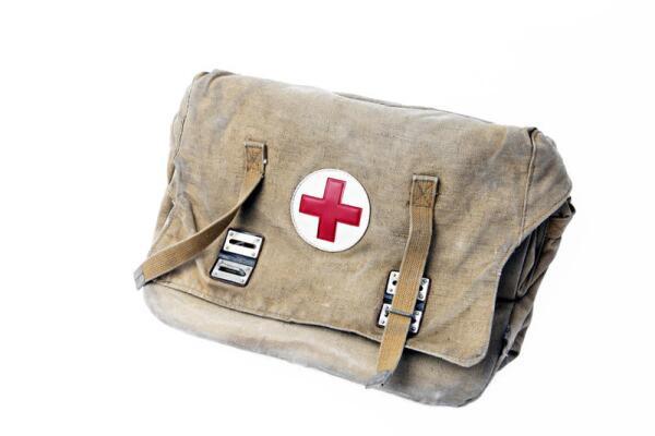 Хорошо, если на контейнере с лекарствами будет опознавательный знак – красный крест