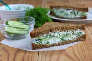 Как приготовить зелёные бутерброды?