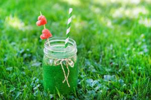 Как приготовить зеленый коктейль с крапивой?