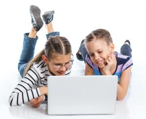 Во что играют девочки за компьютером?
