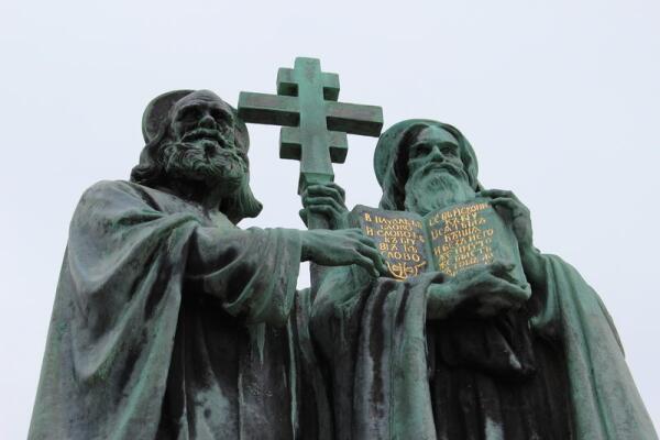 Статуя Кирилла и Мефодия в Чешской Республике
