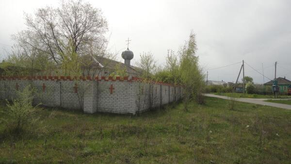 До освящения новой церкви богослужения проводились в здании бывшего магазина