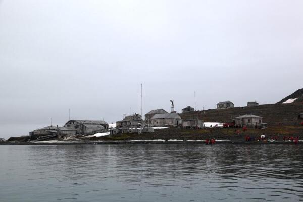 Вот так выглядит бывшая полярная станция с бухты Тихой