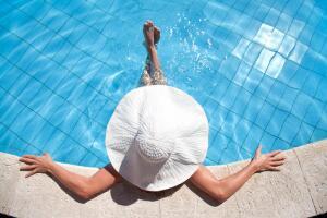 Такой бассейн вы будете строить аккурат до следующего лета. А если...