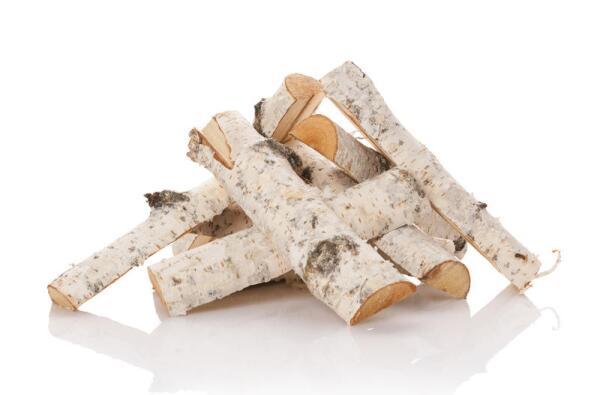 Березовые дрова разгораются мгновенно, дают яркое и жаркое пламя