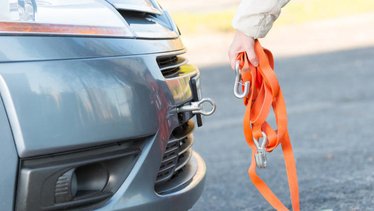 Каковы правила буксировки автомобиля на гибкой сцепке? Часть 1