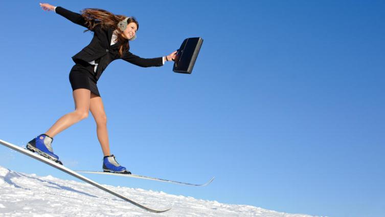 На первый взгляд, «успех» – от слова «успеть», то есть, двигаться достаточно быстро