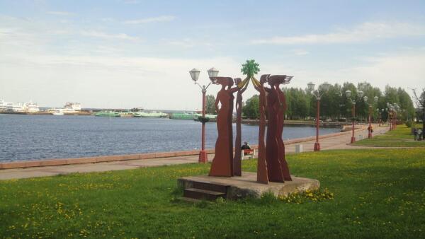 Подарок от норвежского города Мо-и-Рана— скульптура «Место встречи»