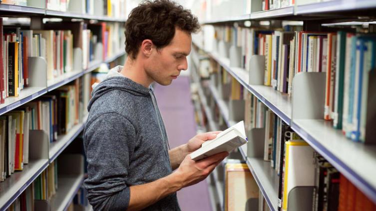 Литературный странник. Как чтение может навредить здоровью?