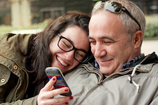 Взрослая дочь и папа