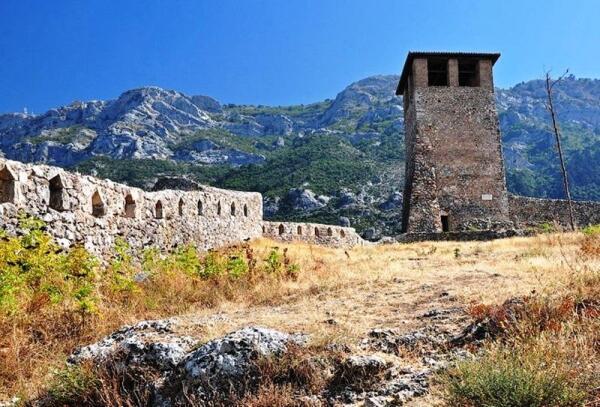 Чудом сохранившаяся одна из сторожевых башен