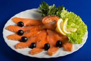 Как приготовить малосольную красную рыбу?