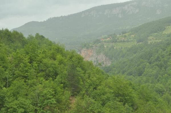 На одной стороне моста - село Будечевица