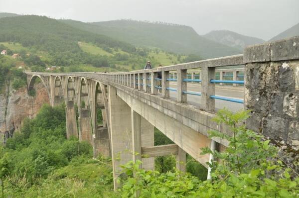 Общая длина моста - 365 м