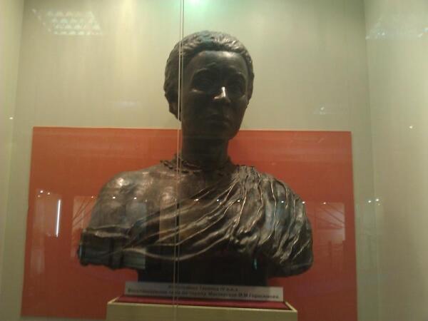 Воссозданный бюст древней женщины