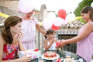 Почему люди не любят свой день рождения?