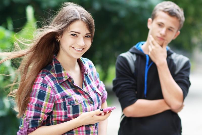 Парень и девушка первое свидание и первый секс