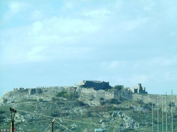 Крепость Розафа видна вдали