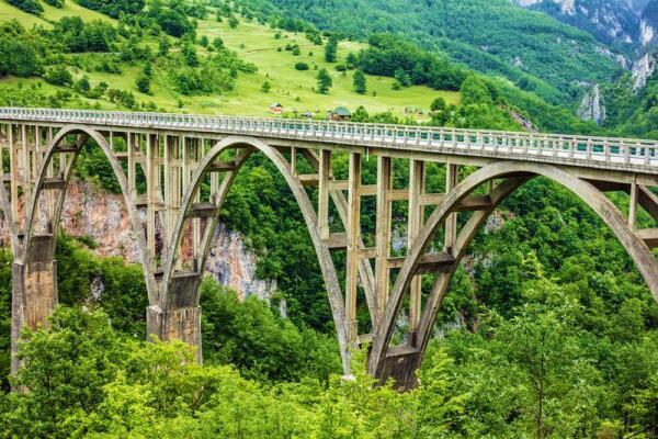 Какое сооружение является визитной карточкой северной Черногории? Мост Джурджевича