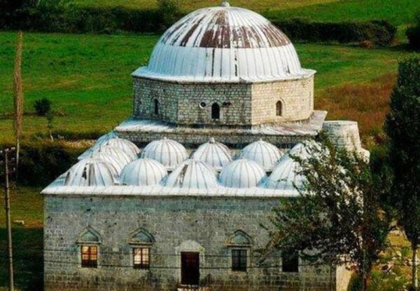 Мечеть под свинцовой крышей