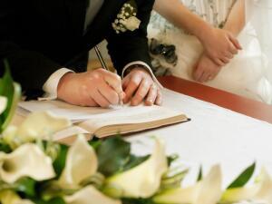 Когда лучше всего выходить замуж или жениться в зависимости от профессии? Штамп в паспорте как символ